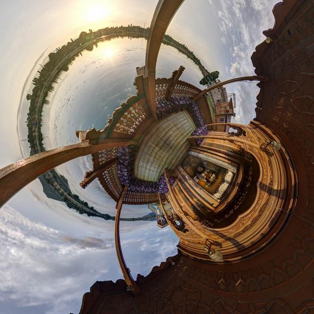peony_houseboat_planet